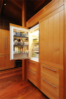 07-open-fridge-door